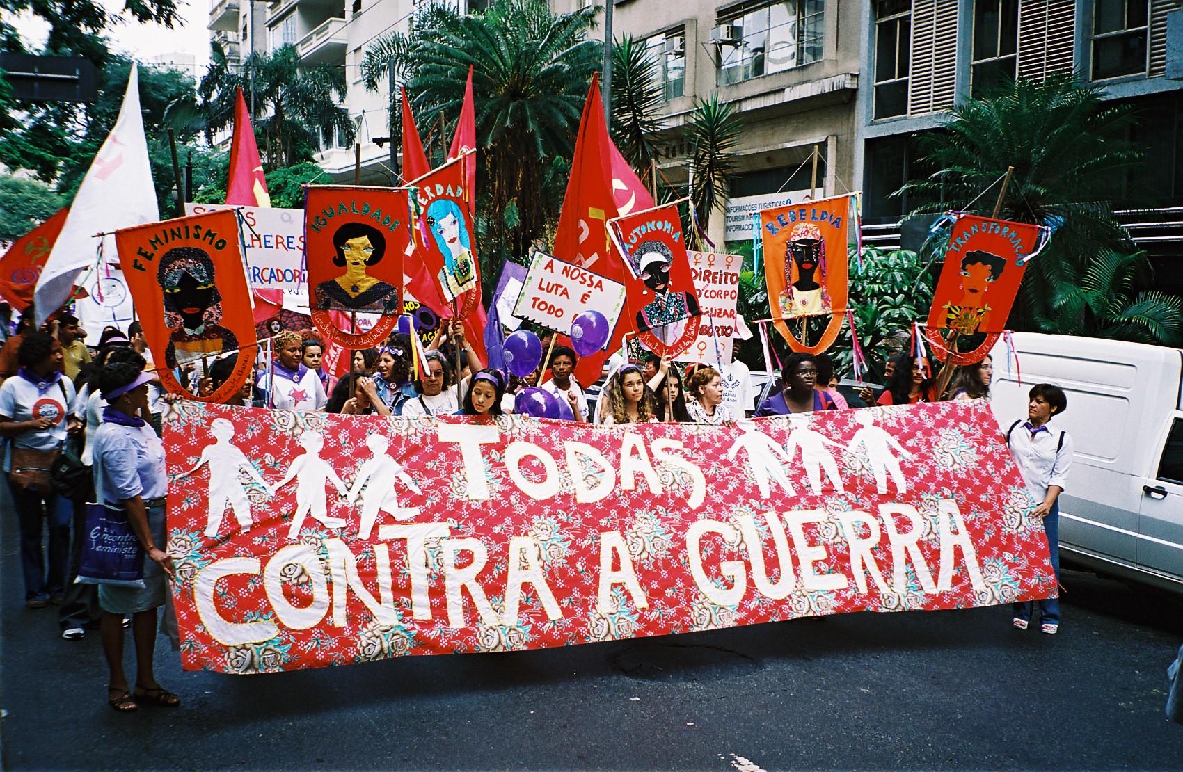Mulheres contra a guerra e a militarização