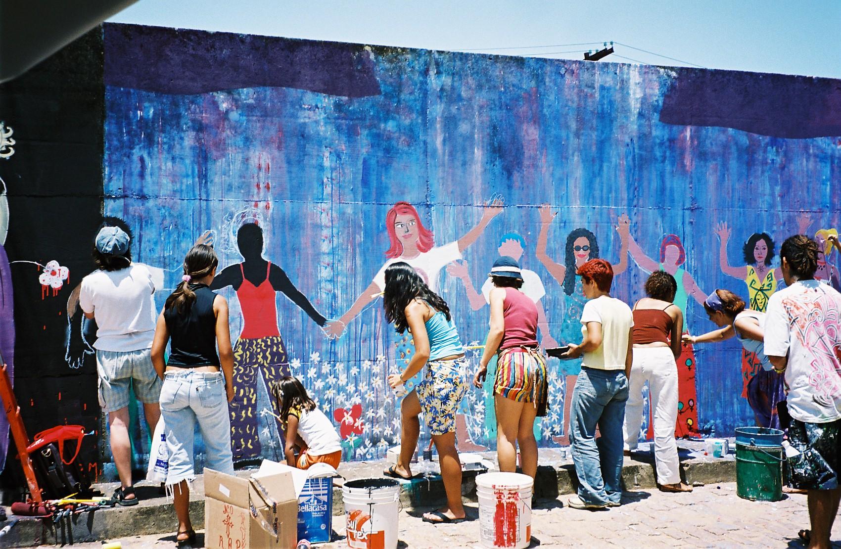 Muro pintado pelas ativistas da MMM no Fórum Social Mundial de 2003