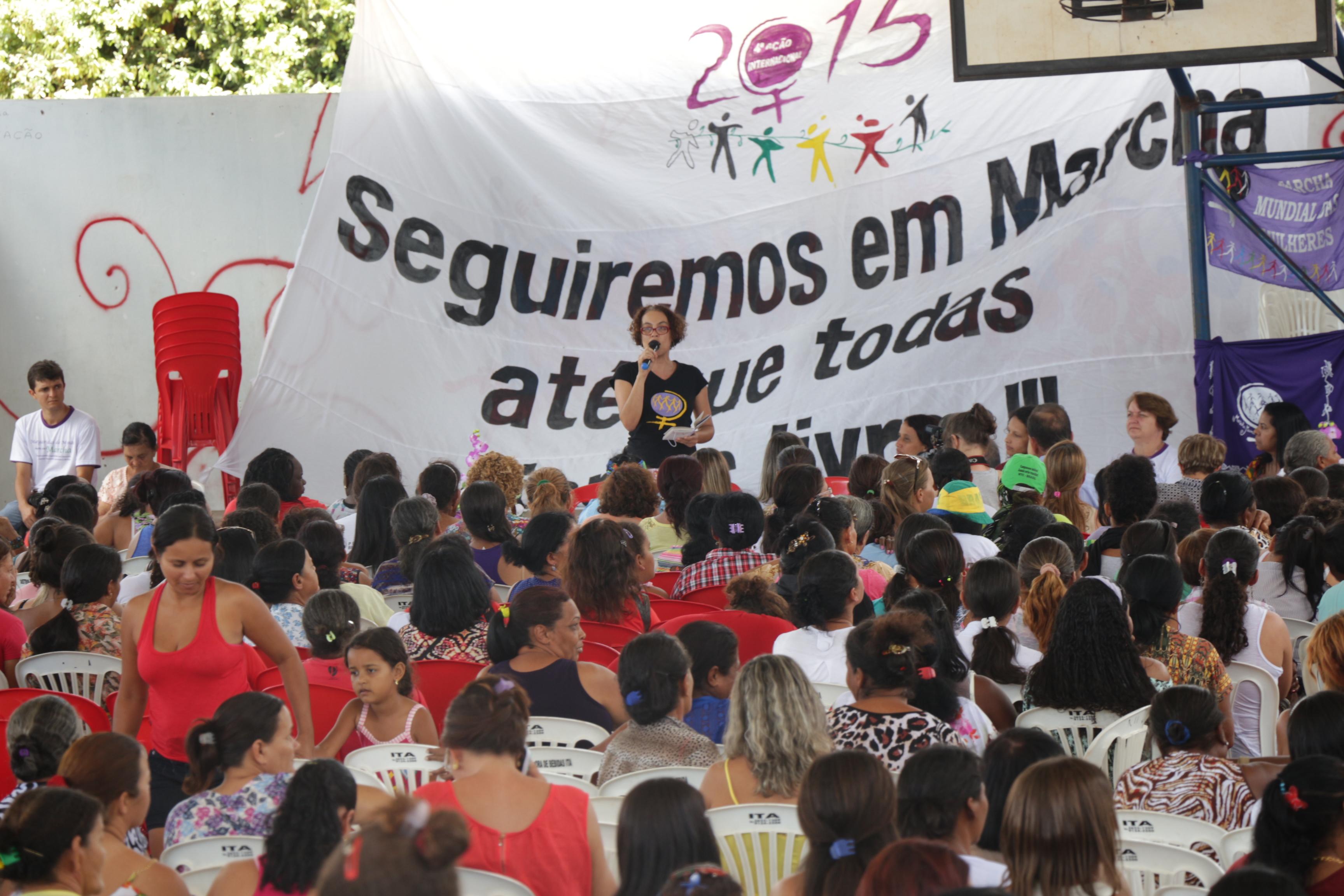 Mesa debate feminismo em Varzelândia