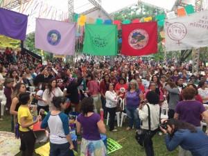 Batucada da MMM na plenária de mulheres do IV ENA Foto: Cintia Barenho